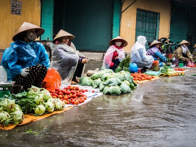 women selling vegetables in vietnamese market