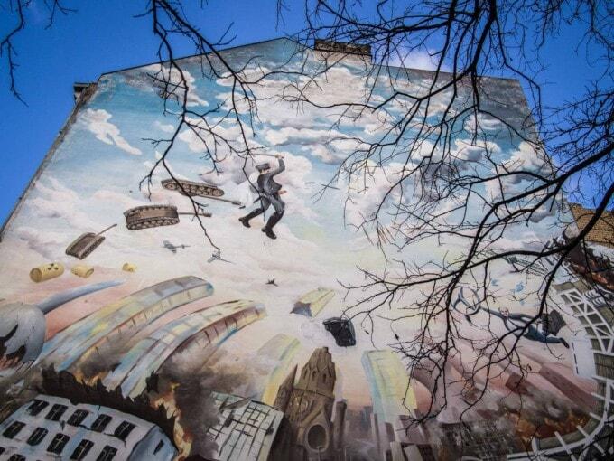 building side mural in Berlin