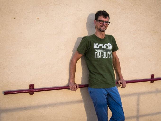 stephen in malta wearing bluffworks travel pants