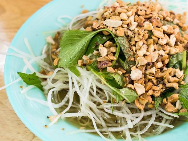 papaya salad with peanuts and herbs
