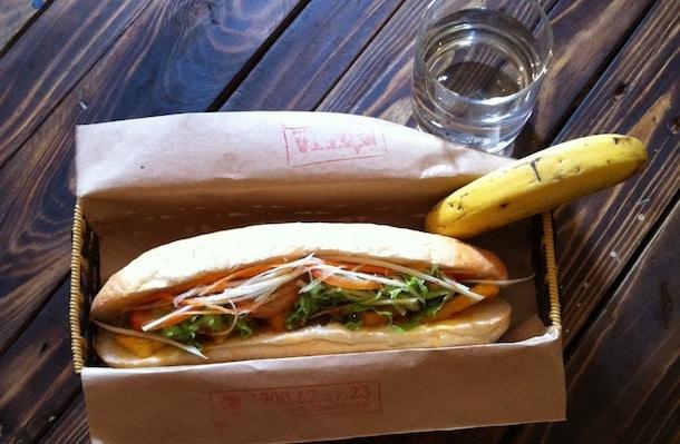 banh mi sandwich and a banana