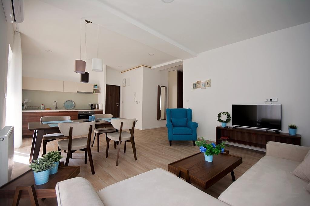 These Immaculate Modern Apartments Are In An Excellent Location Just 10 Minutes Walk From The Old Town Building Is Divided Into Several Private