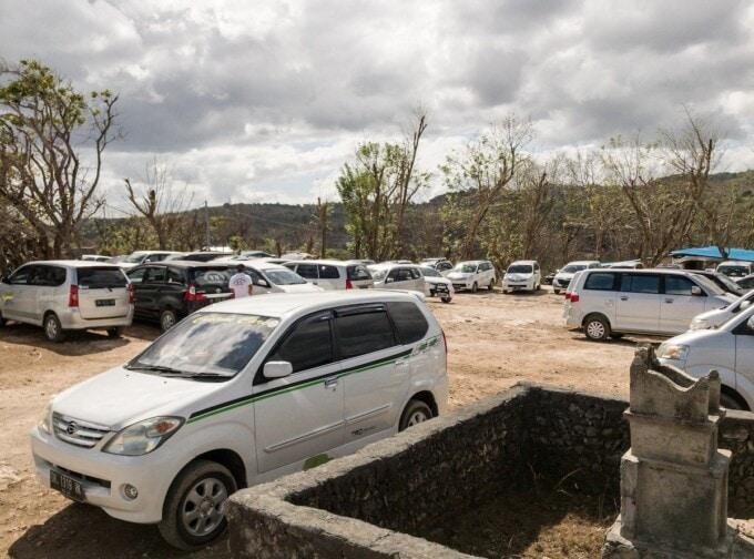 busy parking lot near angel's billabong nusa penida