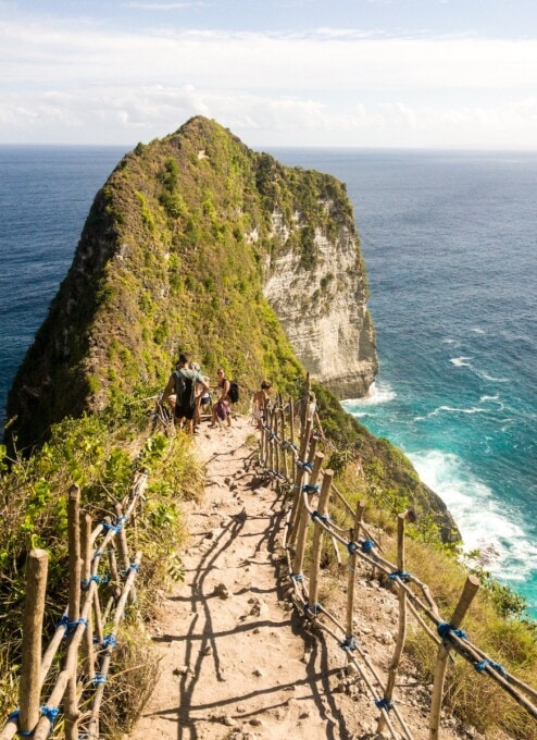 steep trail down to kelingking beach
