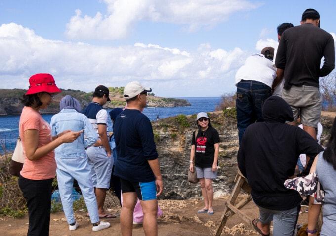 tourists waiting to get an instagram shot on nusa penida