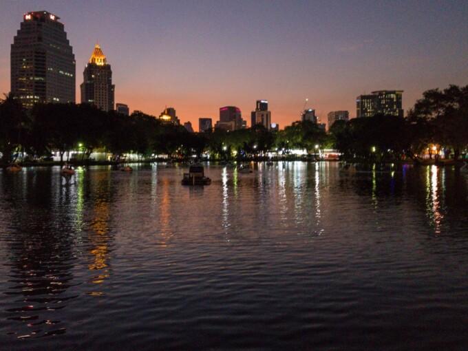 2 days in bangkok lumpini park at night