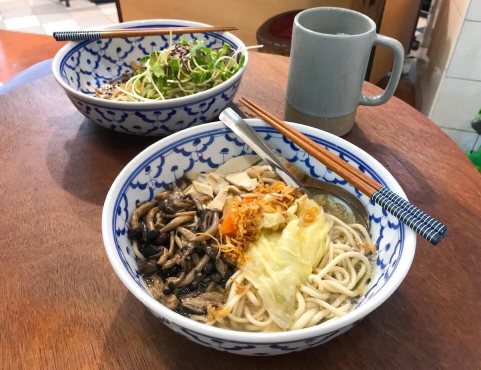 vegan noodle bowls in bangkok