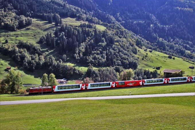 benefits of ecotravel train through the mountains
