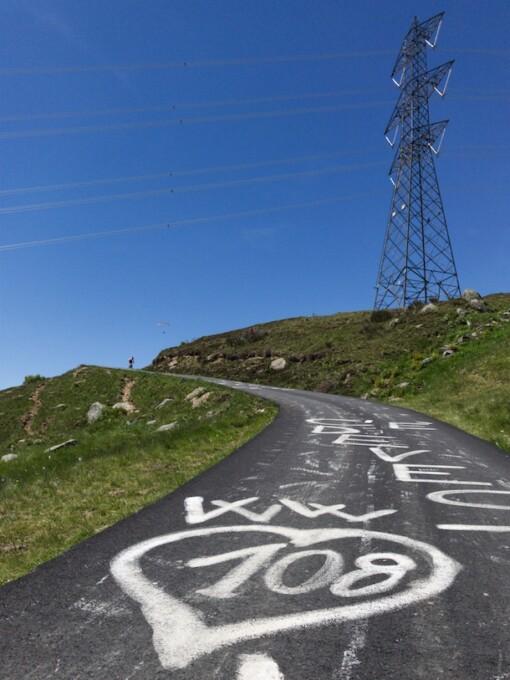 narrow road to gran paradiso