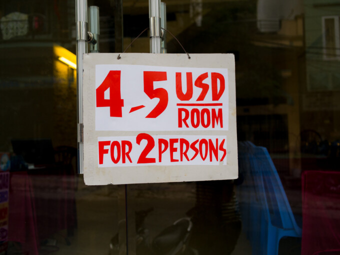 sign saying 4-5 USD room