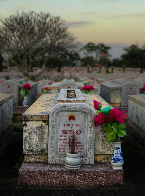 soldier's grave in graveyard vietnam