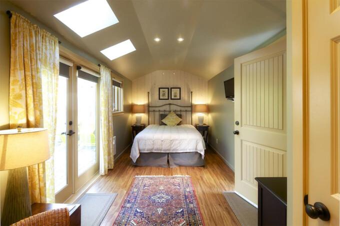 Hedgerow House B&B gulf island accommodation