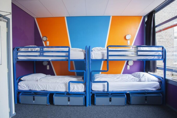 flying pig hostel beds amsterdam