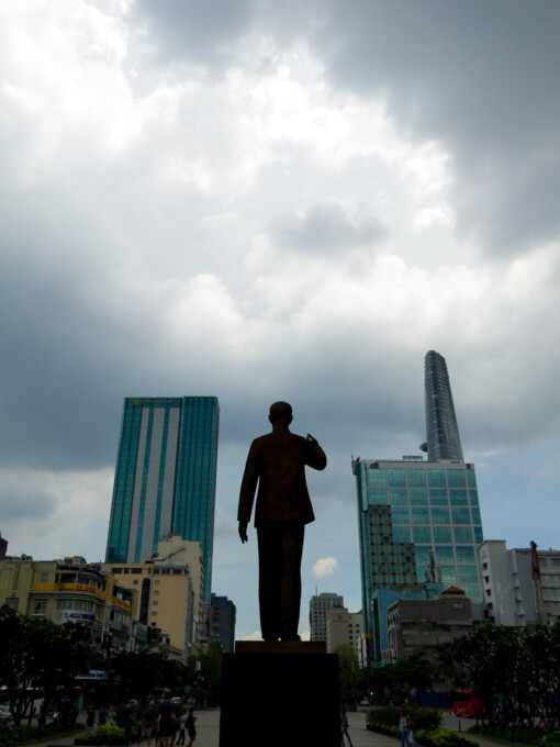 ho chi minh statue from behind