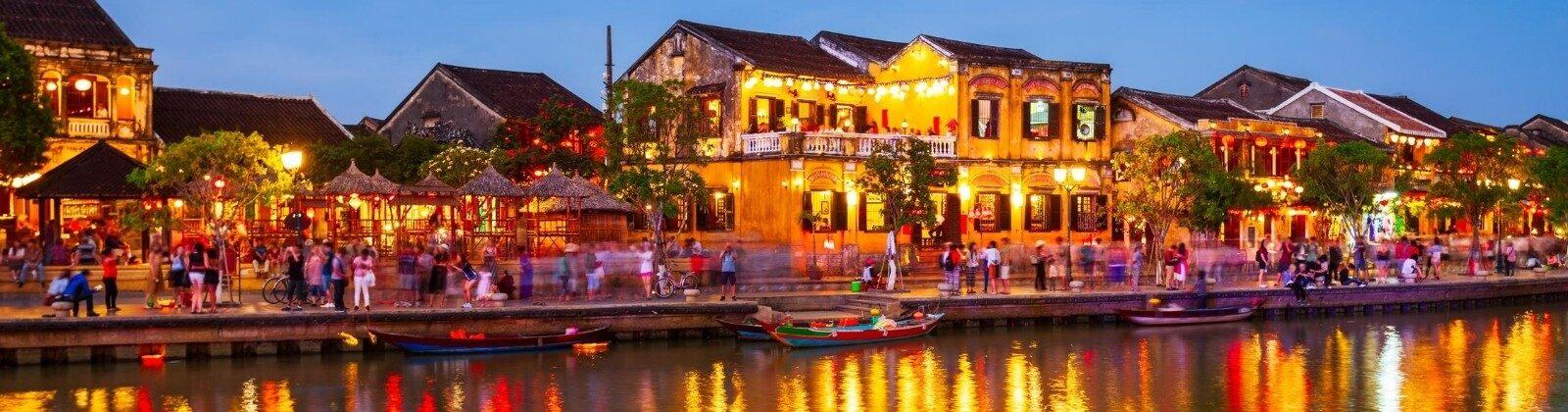 hoi an vietnam at night